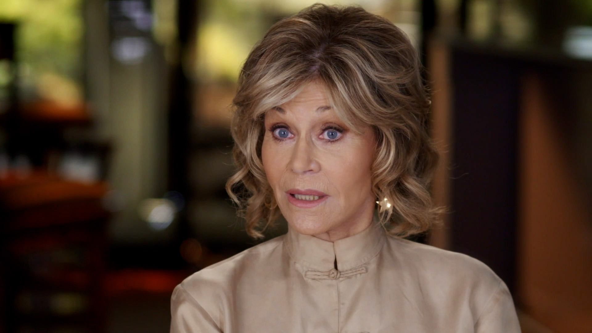 Jane Fonda in Five Acts Never Get Soggy - Extra