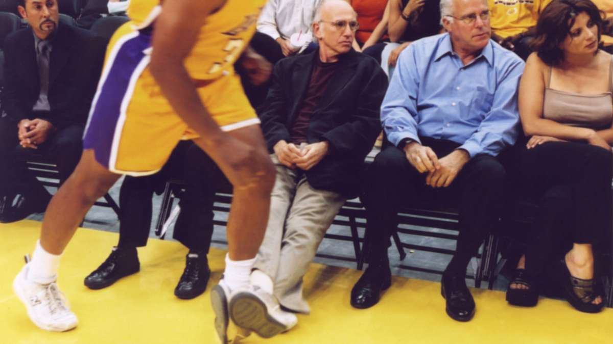 Shaq running Larry David's feet outstretched