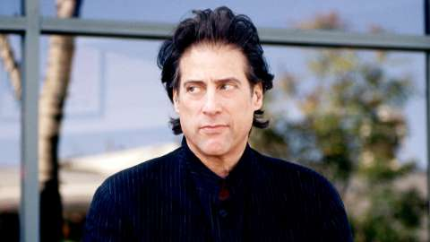 Richard Lewis looking right