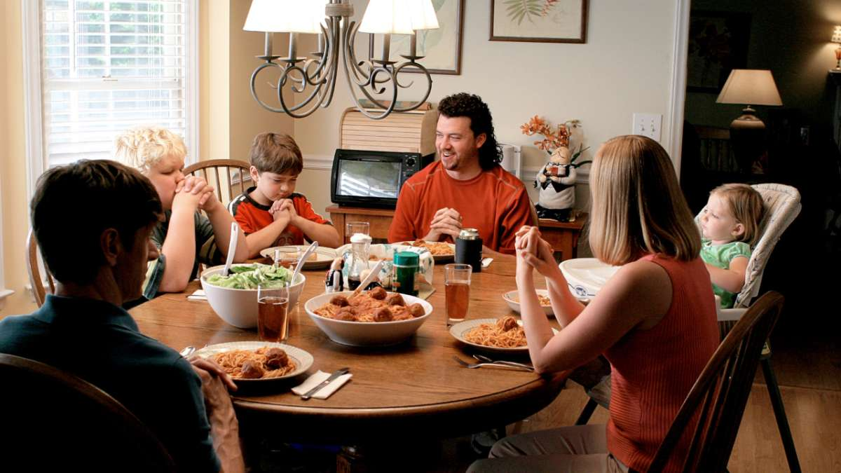 Kenny Powers and family at dinner table