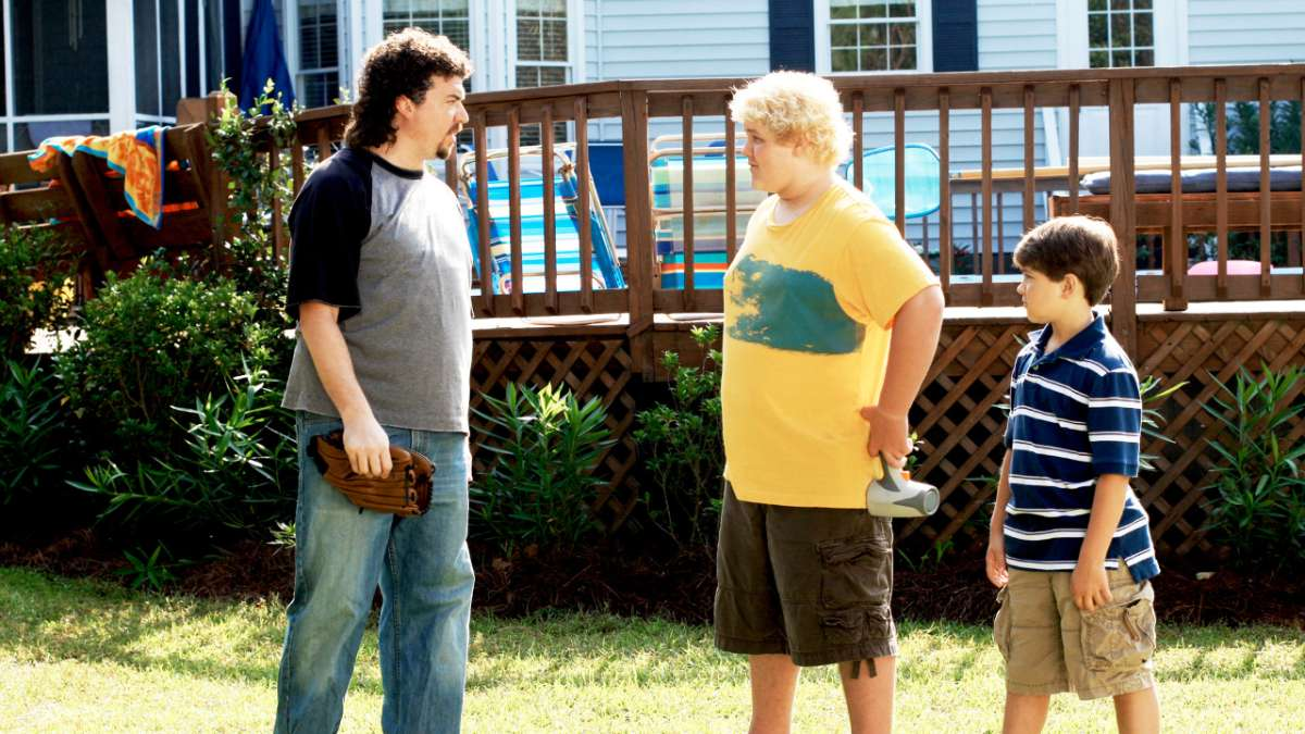 Kenny Powers speaking to Wayne Powers and Dustin Powers Jr in backyard