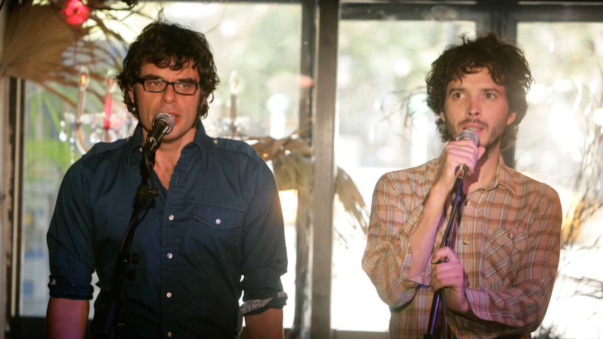 Jemaine and Bret perform without guitars