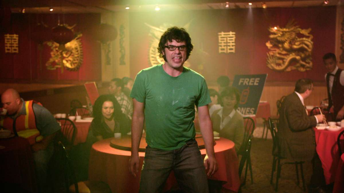 Jemaine singing in chinese restaurant
