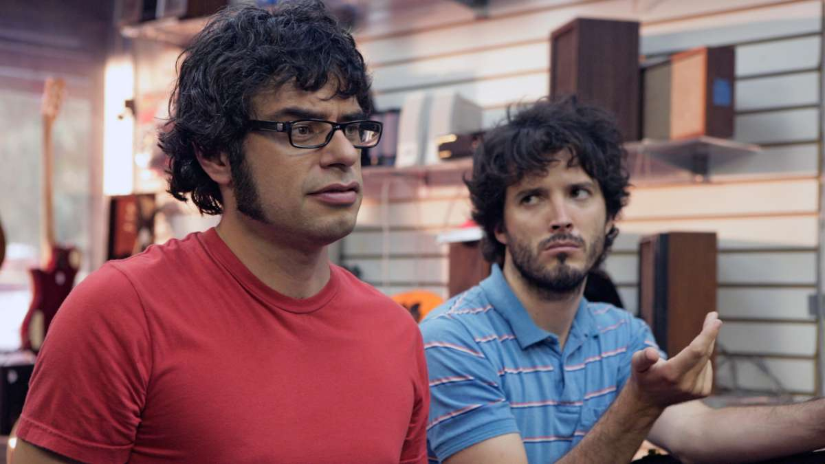 Jemaine and Bret in Daves pawn shop