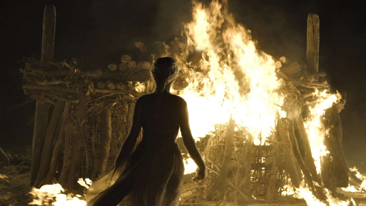 Daenerys Targaryen enters fire