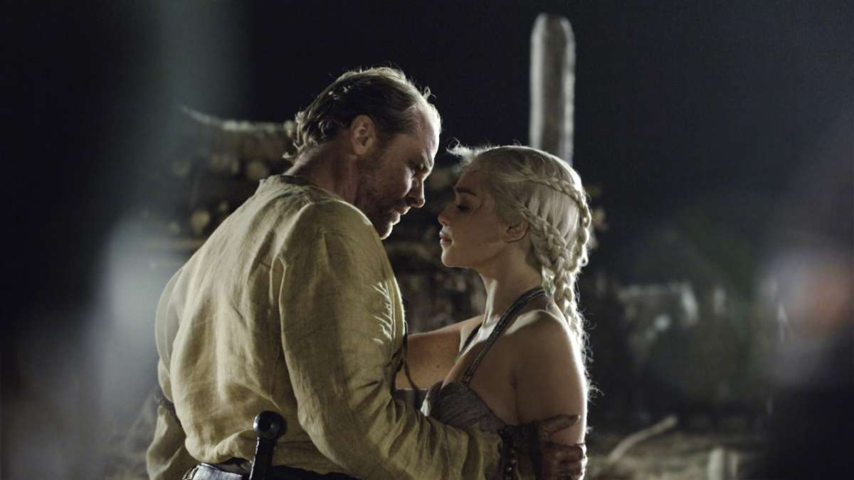 Ser Jorah and Daenerys kiss