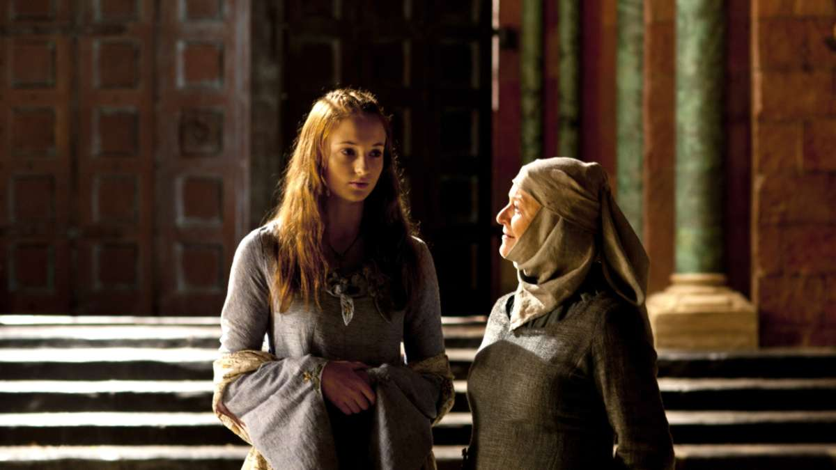 Sansa and Septa throne room