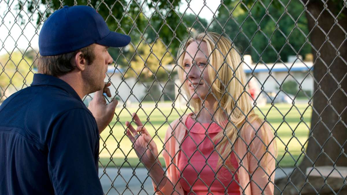 Ray speaks to Jessica through fence