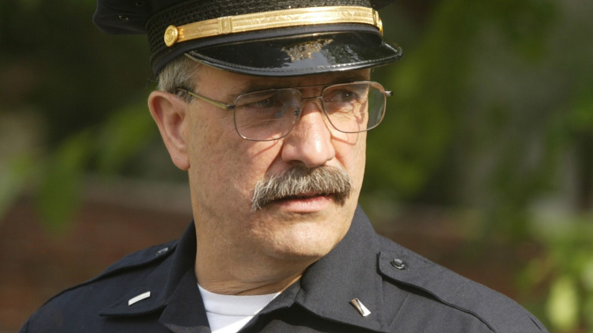 lieutenant dennis mello played by jay landsman on the wire hbo