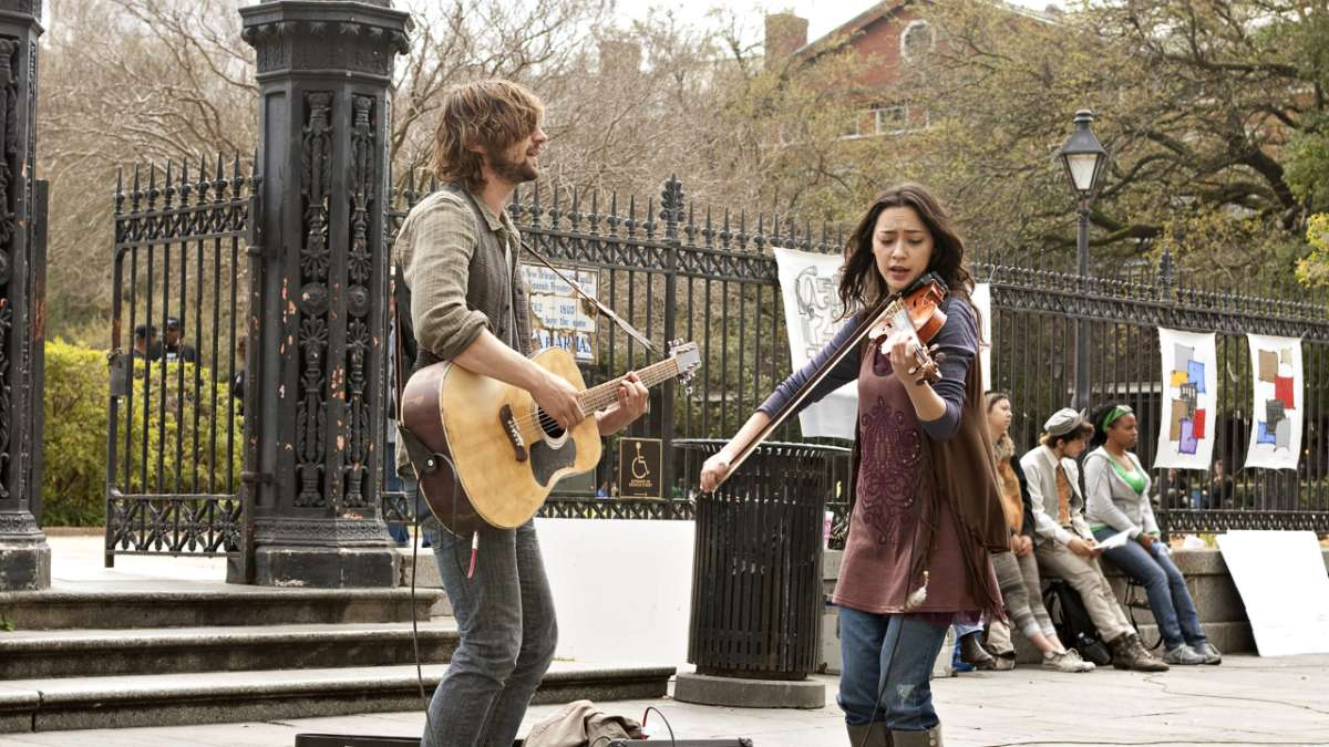 Sonny and Annie play music on street