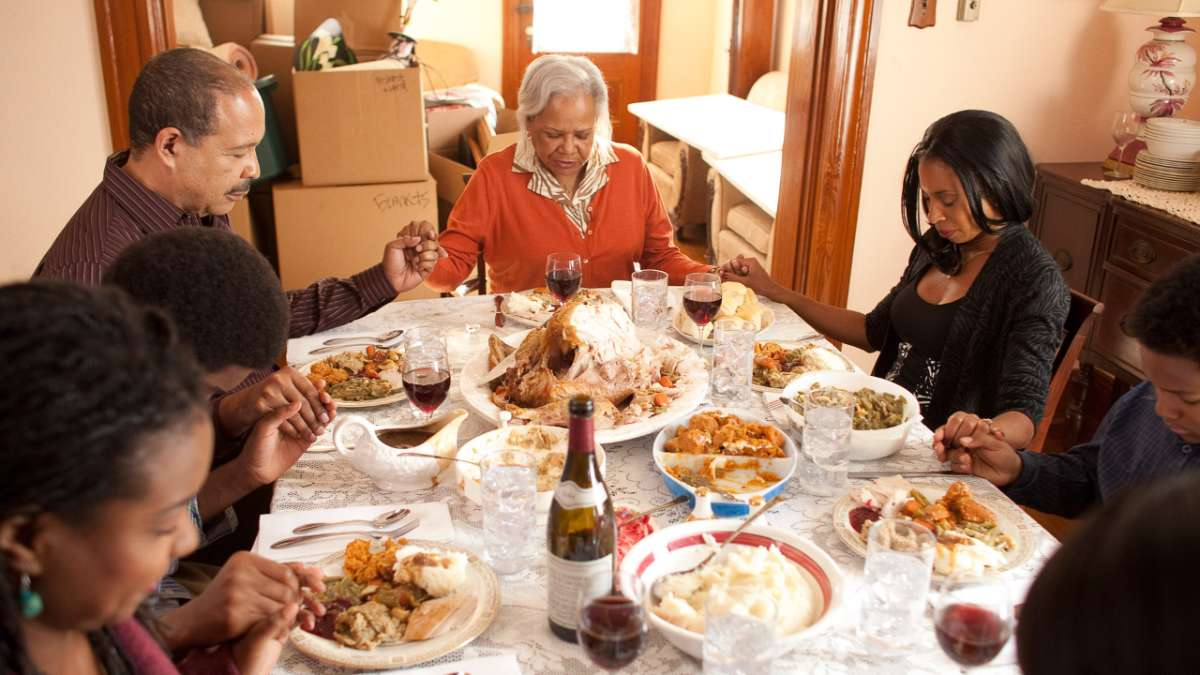 LaDonna has thanksgiving dinner with family